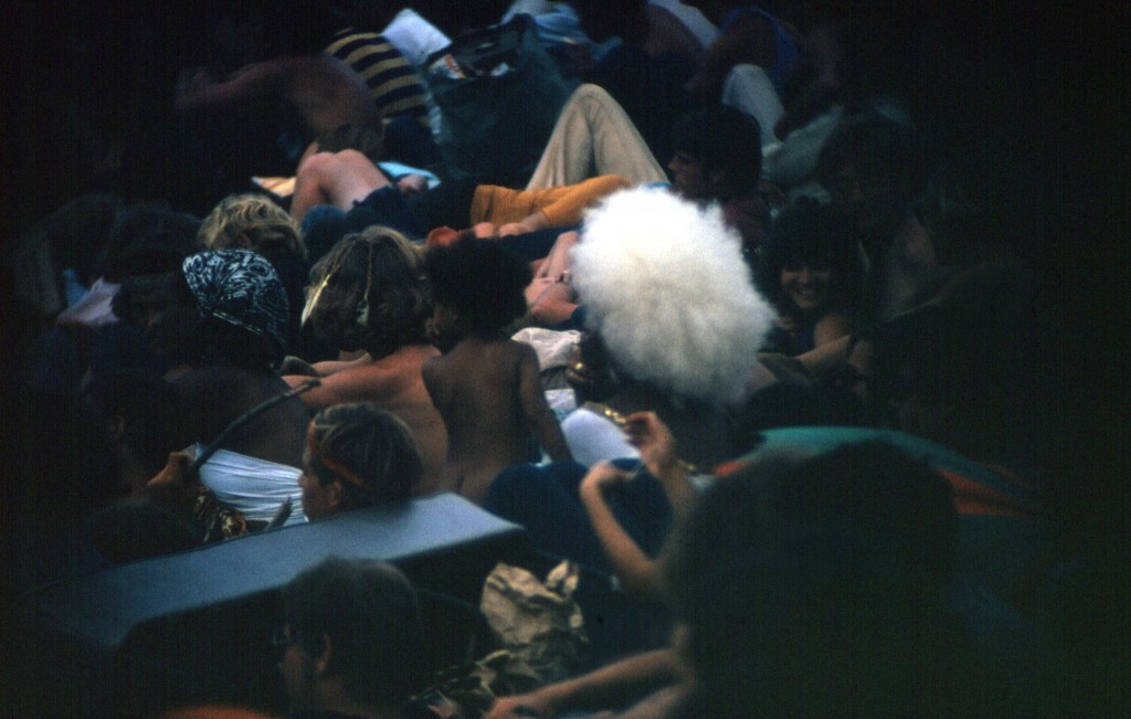 1969-08-17 04 Large white afro