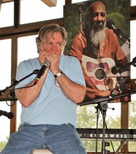 2013-08-15 Richie Havens Memorial Service @ BWCA (18) John Sebastian harmonica